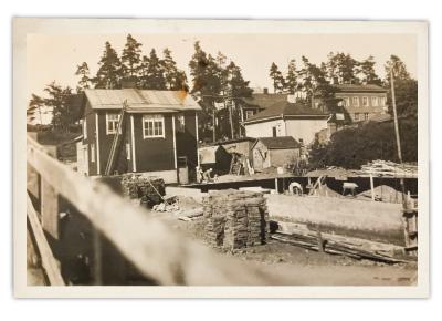 Pispalan Mummula toimii vanhassa rakennuksessa, jossa on ollut yleinen sauna. Ulkokuva.